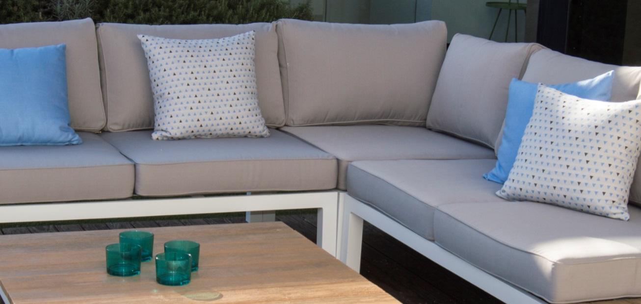 Set sofa terraza angular aluminio blanco eucalipto cojines for Sofa exterior aluminio blanco